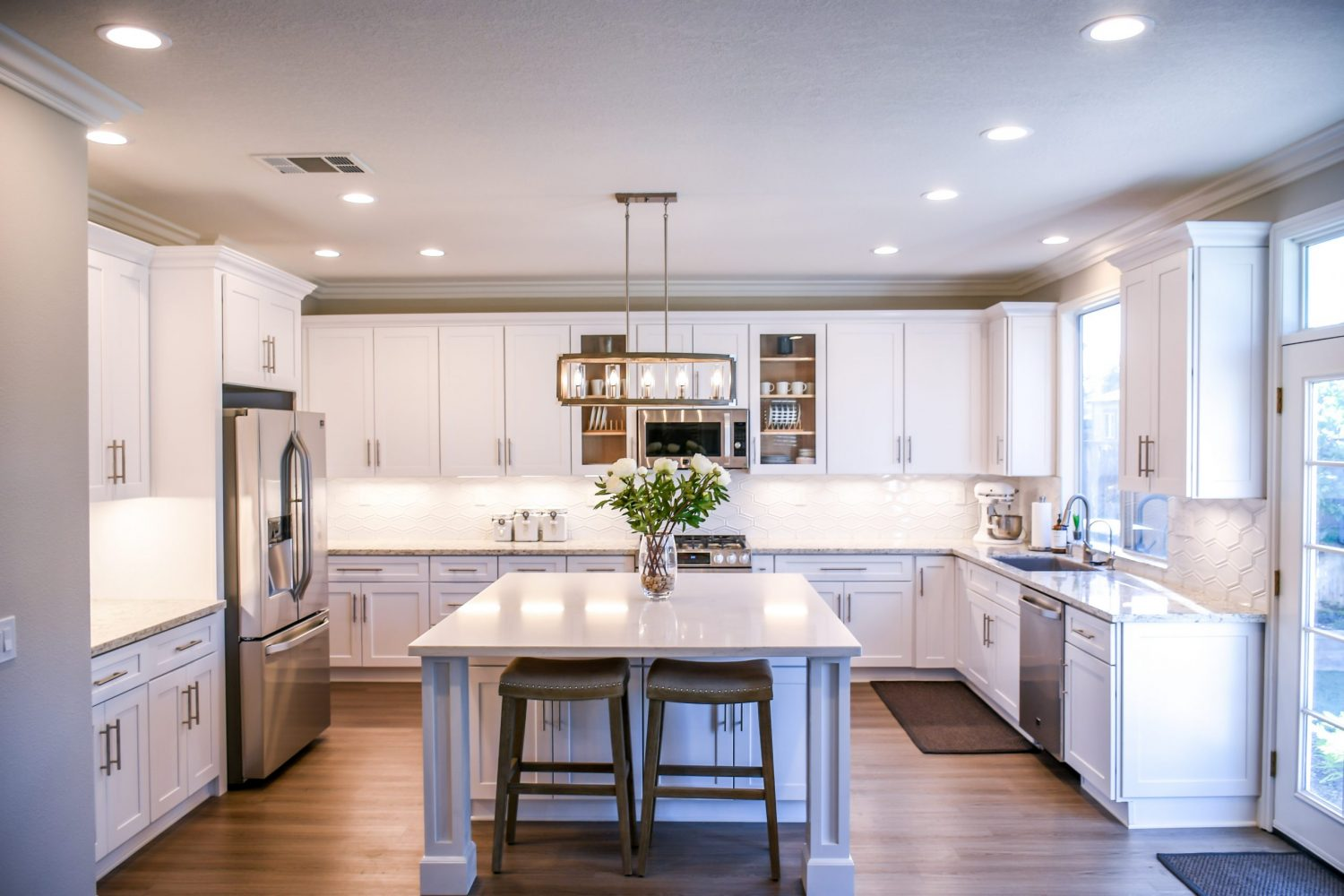 image of a spotless, de-cluttered kitchen